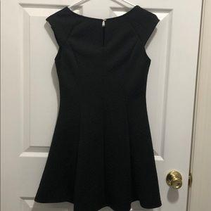 Forever 21 Dresses - Forever 21 black cap sleeve dress, size M